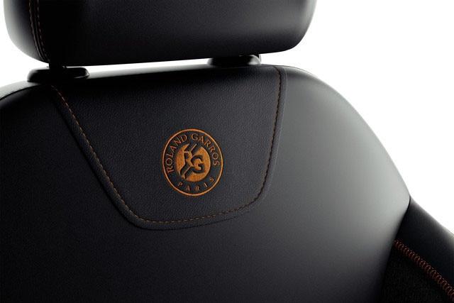 Sensory pleasure - Materials - Peugeot 208 Roland Garros seat details